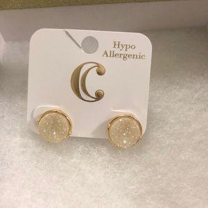 ⭐️ Ivory Gold Tone Druzy Style Earrings